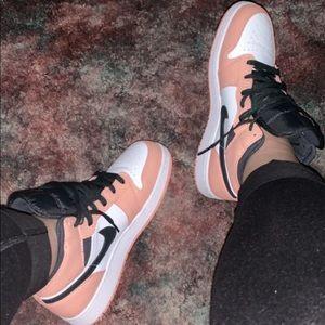 Jordan 1 Mid (Pink Quartz GS)